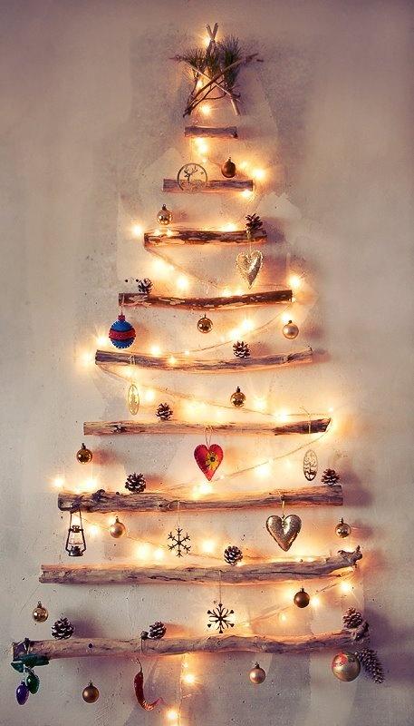 din bucăţi de lemn şi ornamente