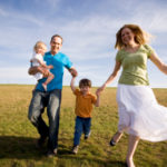 happy-family-grassy-field