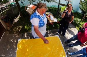 Prin Sibiul meu 2013 - hencleş o plăcintă coaptă pe vatră