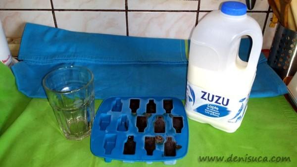 Cuburi de cafea îngheţată cu lapte