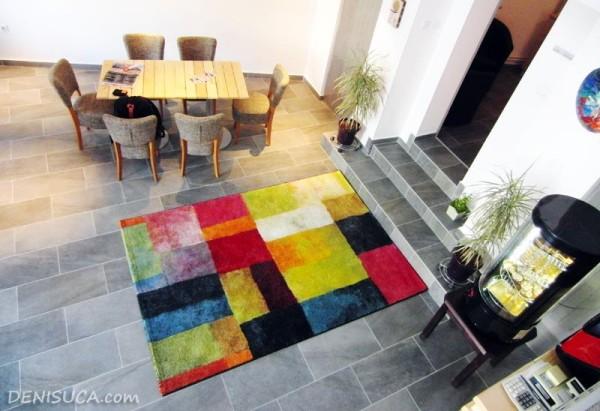 2 covorul colorat de la cafeneaua jos palaria