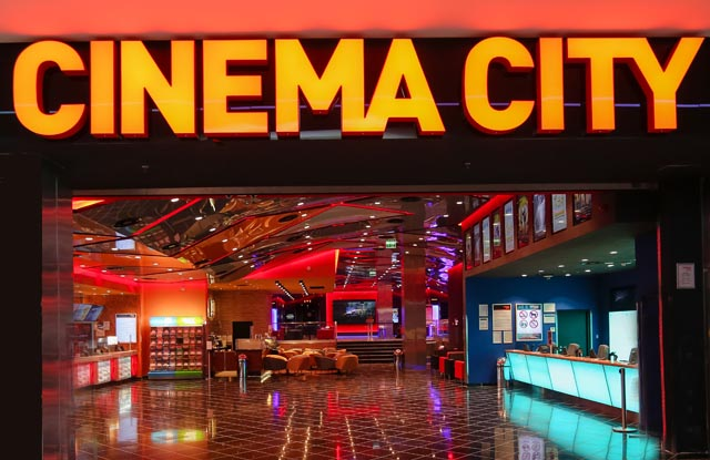 intrare si logo cinema city deva shopping city