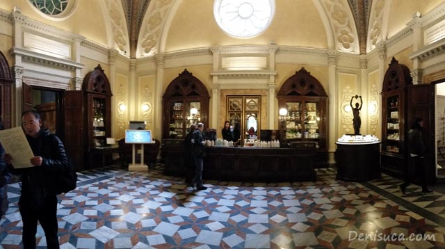 Prima cameră din parfumeria Santa Maria Novella