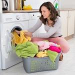 Am o curiozitate: de ce se montează mașinile de spălat haine în bucătărie?