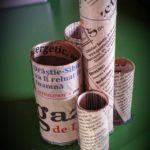 Lunea mâinilor îndemânatice: suport pentru pixuri din hârtie igienică și ziare