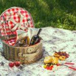 Picnicurile (și coșurile de picnic) nu mai sunt ce-au fost cândva. Ce bine!