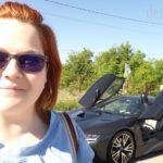 BMW i8 la Hunedoara, în curtea Castelului Corvinilor