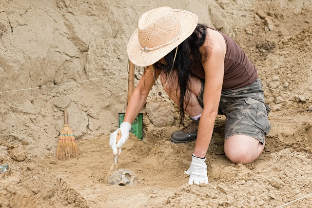 archaeologist_shutterstock_395215390