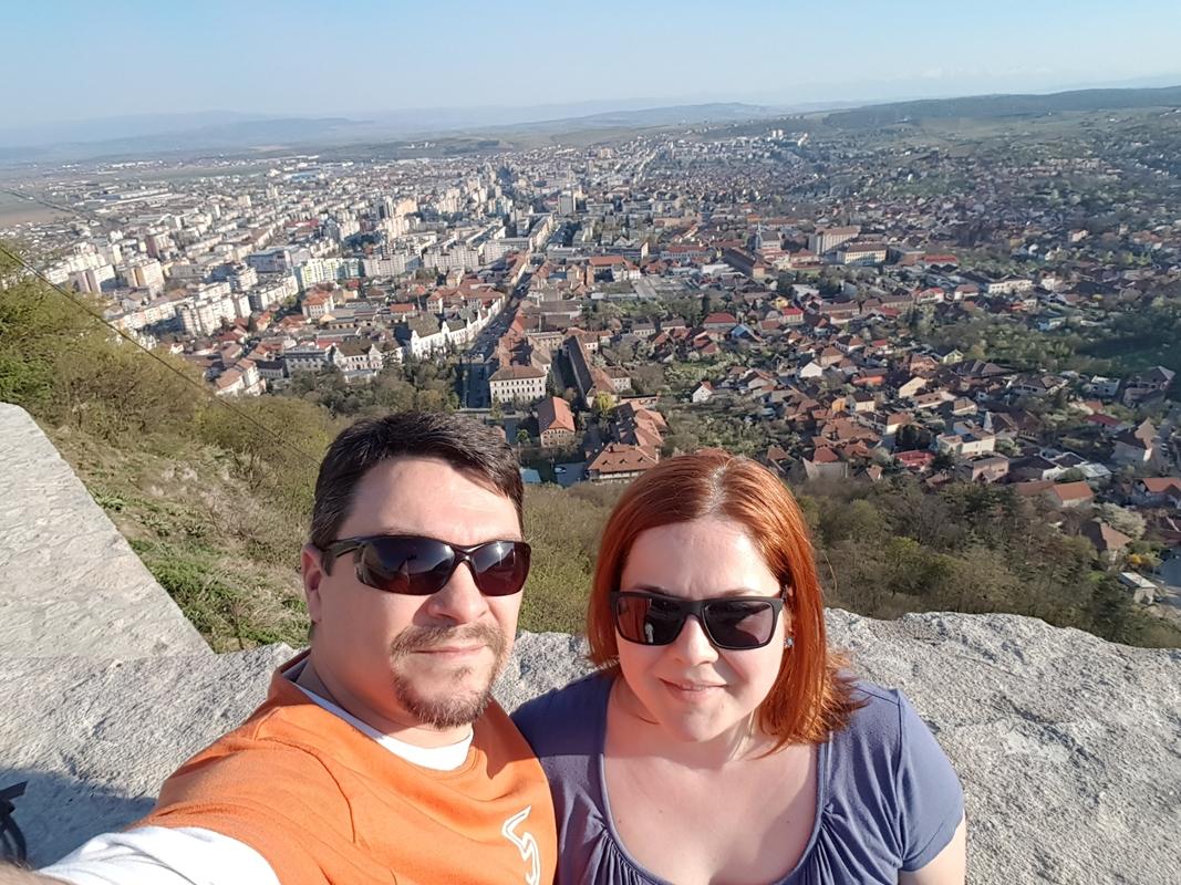 TURIST ACASĂ. Plimbare de aprilie pe Cetatea Devei