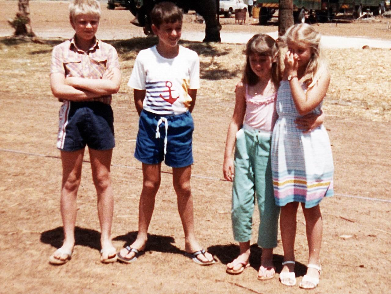 A trebuit să iau de la alții poze cu copiii din anii '90, că ale noastre, acolo unde sunt, sunt alb-negru!