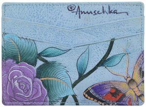 Și dacă tot ai carduri (adică mai mult de unu), le poți păstra într-un foarte elegant portcard Anuschka, de la iLUX.
