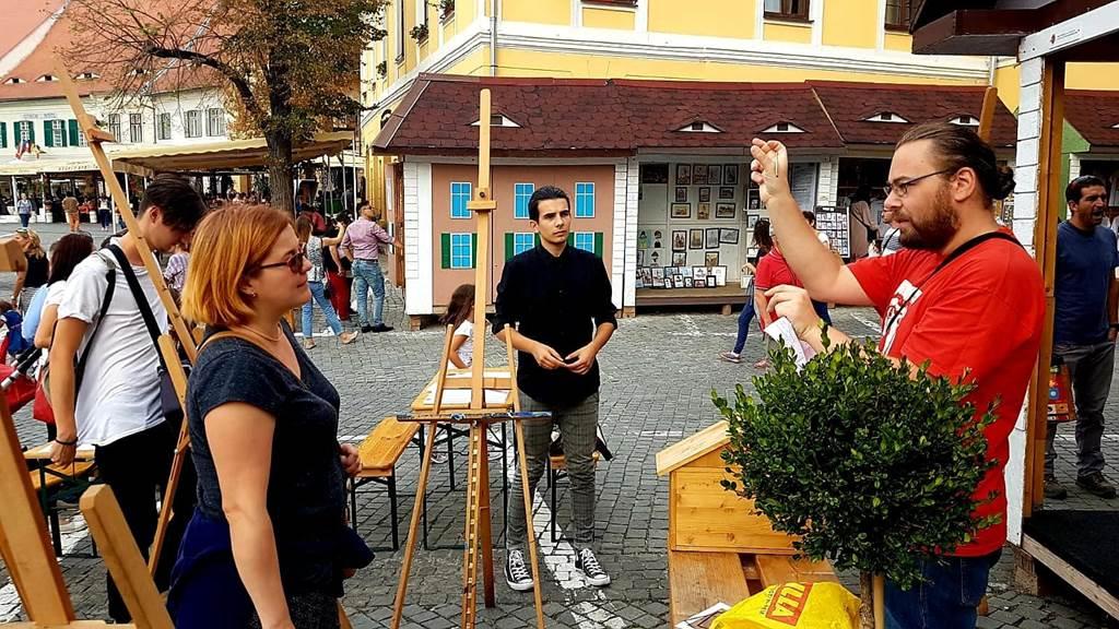 Cătălin Precup (în dreapta) ne spune câteva reguli de bază în pictură